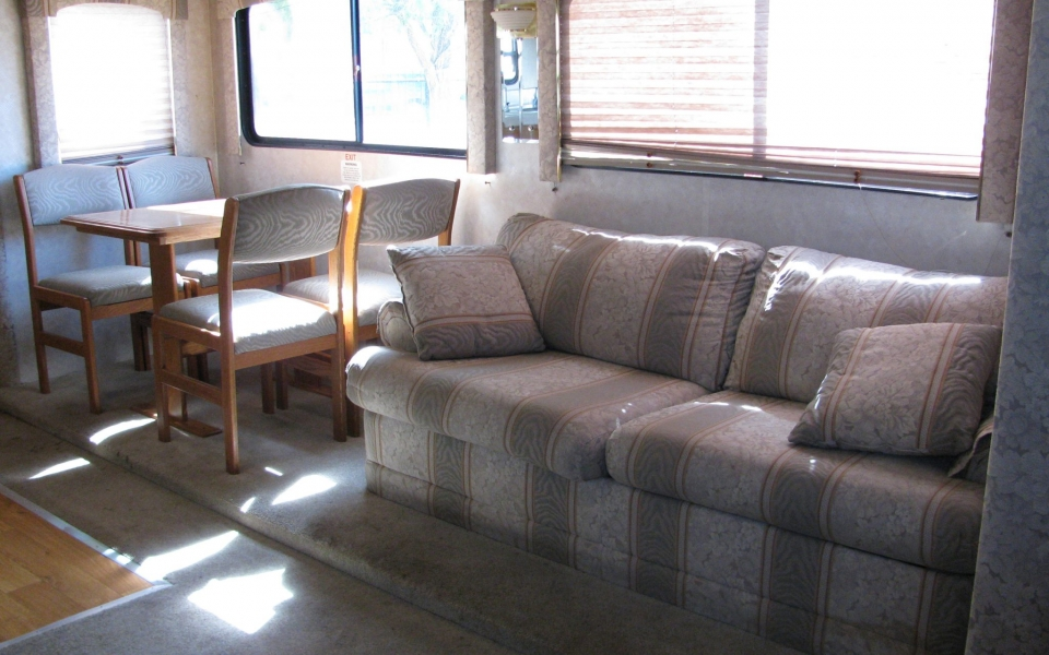 Kit_Fox_Seabreeze_living_room-rental